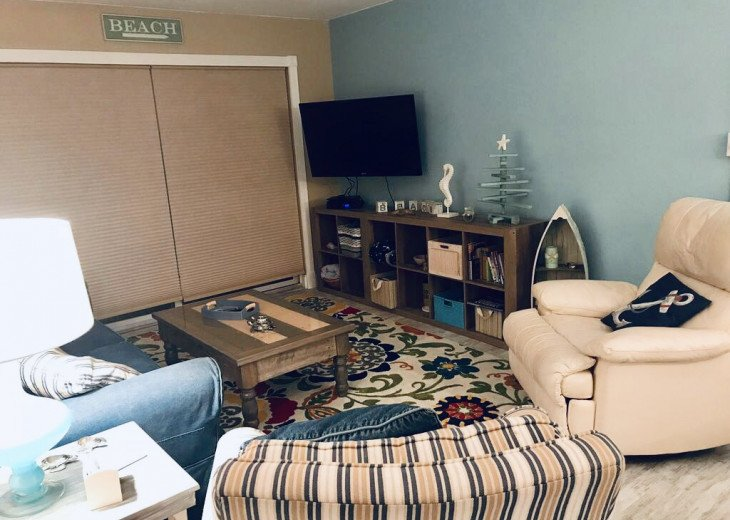 Flat screen tv mounted with swivel and comfy family room