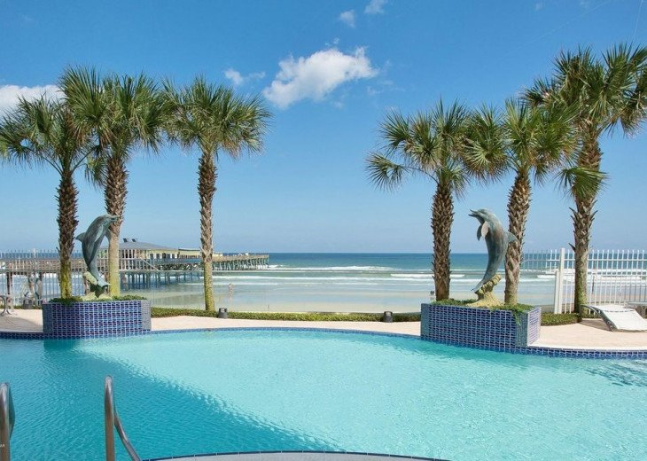 pool bordwalk view