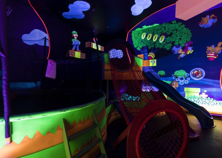 Beautiful Reunion Home! Lively Theme & Game Rooms #18