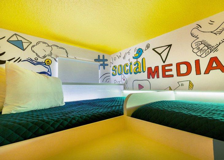 Stunning Design, Modern Comfort & Disney Entertainment 8 BR's Orlando Villa #2