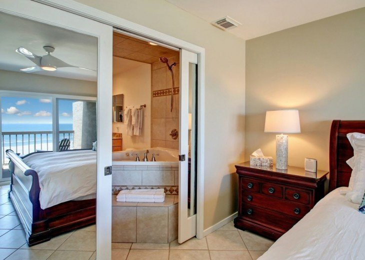 Every Room Fronts the Ocean, 2 King Master Suites, 3 HDTVs, 2 Pools WiFi Tennis #34