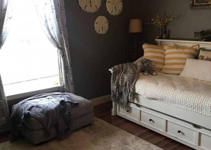 Guest bedroom trundle bed