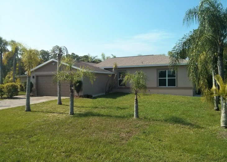 Enjoy the Florida sunshine! Large pool area to dine, entertain or just chill. #3