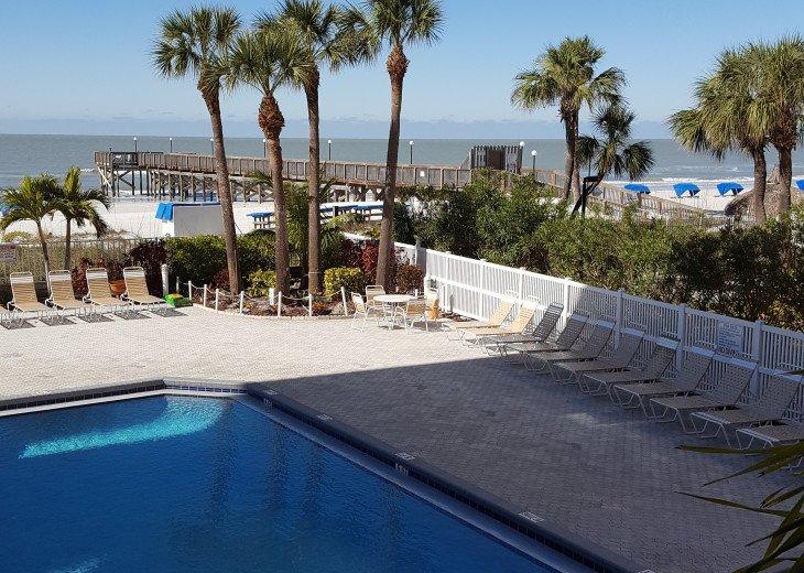 Beach Palms, BEAUTIFUL SPACIOUS CLEAN GULF CONDO, POOL, WIFI, BEACH #4