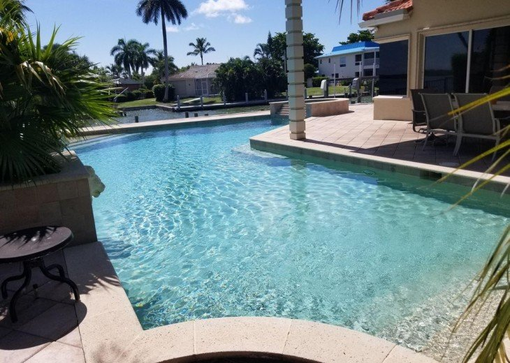 Marco Island Riverfront Oversized POOL, outdoor BBQ area & FISHING DOCK #18