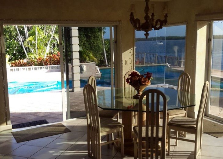 Marco Island Riverfront Oversized POOL, outdoor BBQ area & FISHING DOCK #3