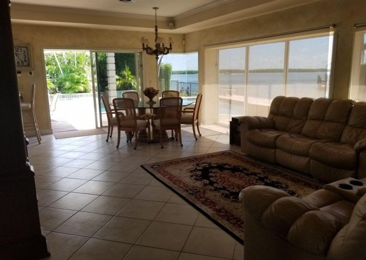 Marco Island Riverfront Oversized POOL, outdoor BBQ area & FISHING DOCK #23
