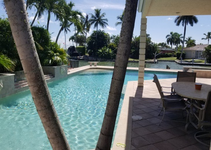 Marco Island Riverfront Oversized POOL, outdoor BBQ area & FISHING DOCK #25
