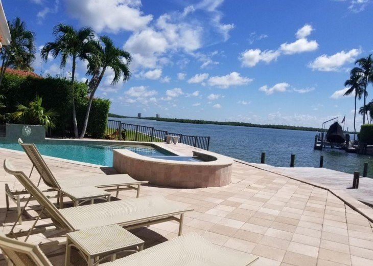 Marco Island Riverfront Oversized POOL, outdoor BBQ area & FISHING DOCK #19