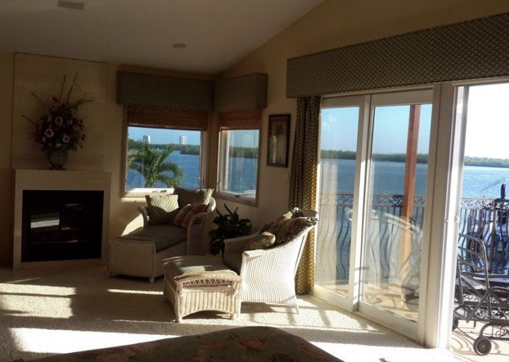 Marco Island Riverfront Oversized POOL, outdoor BBQ area & FISHING DOCK #6