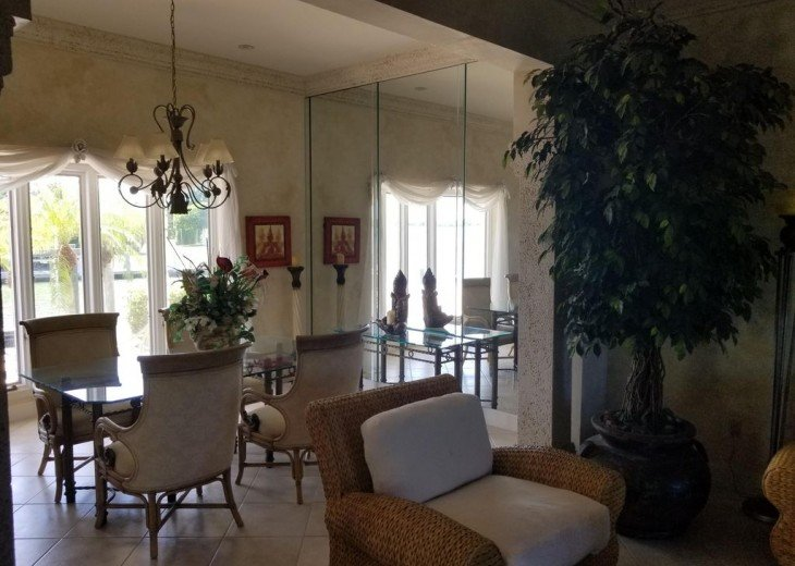 Marco Island Riverfront Oversized POOL, outdoor BBQ area & FISHING DOCK #24