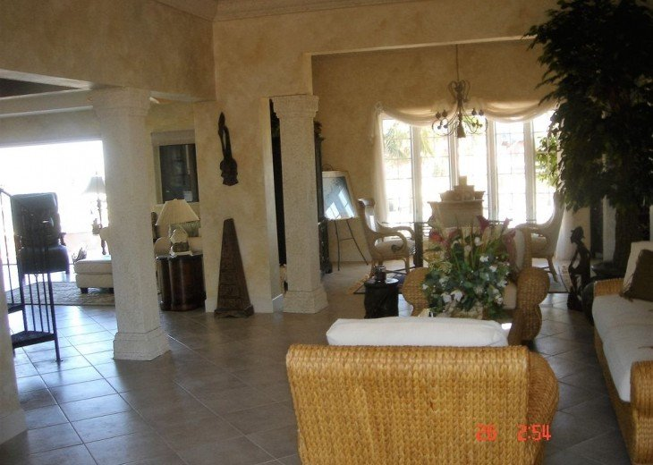 Marco Island Riverfront Oversized POOL, outdoor BBQ area & FISHING DOCK #16