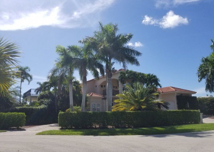 Marco Island Riverfront Oversized POOL, outdoor BBQ area & FISHING DOCK #20