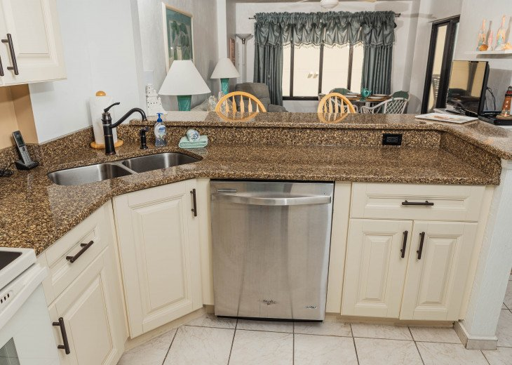 AWESOME OCEAN VIEWS AND SUNSETS Remodeled 2/2 Condo, HEATED POOL, FREE WIFI - 7D #7