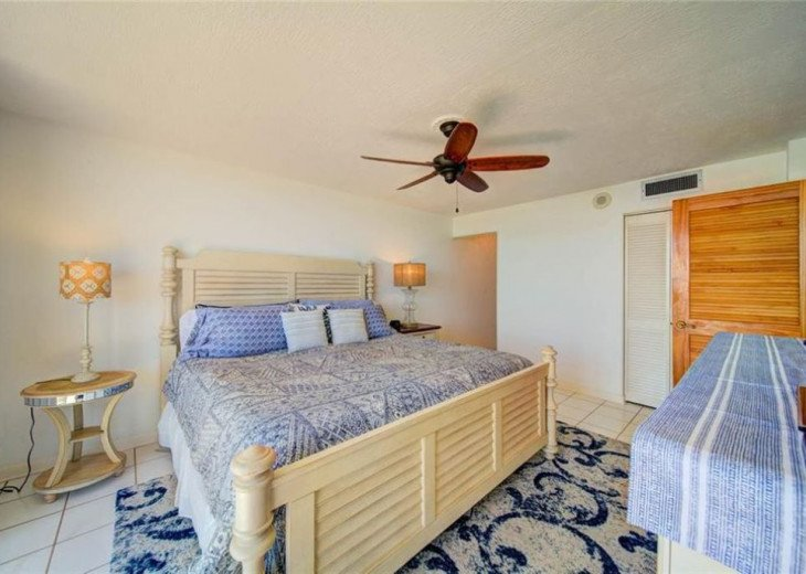 """Steps away from paradise """"Island Crest"""" Oceanview Condo #26"""
