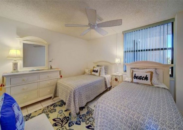"""Steps away from paradise """"Island Crest"""" Oceanview Condo #7"""