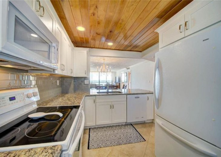 """Steps away from paradise """"Island Crest"""" Oceanview Condo #20"""