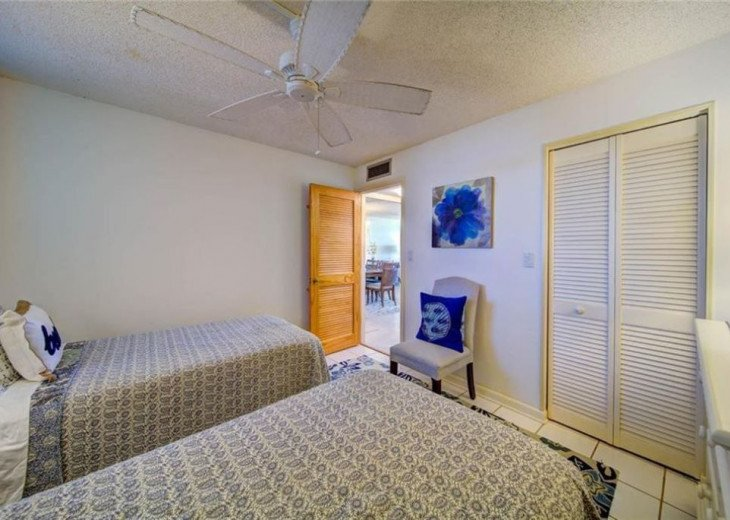 """Steps away from paradise """"Island Crest"""" Oceanview Condo #15"""