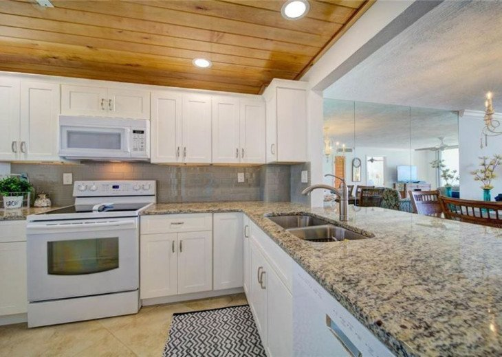 """Steps away from paradise """"Island Crest"""" Oceanview Condo #19"""