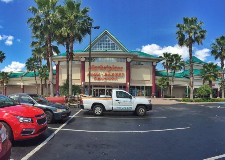 an outdoor mall( 1 minutes walking) with grocery store,liquor store,restaurants.