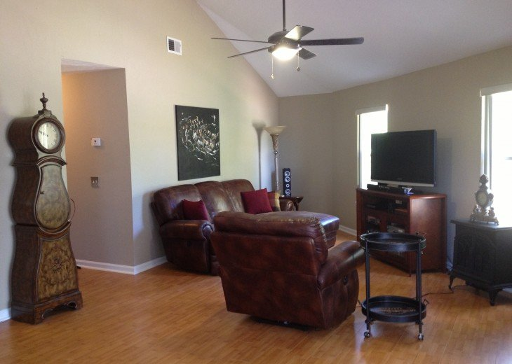 Great room with cable / WiFI / one recliner