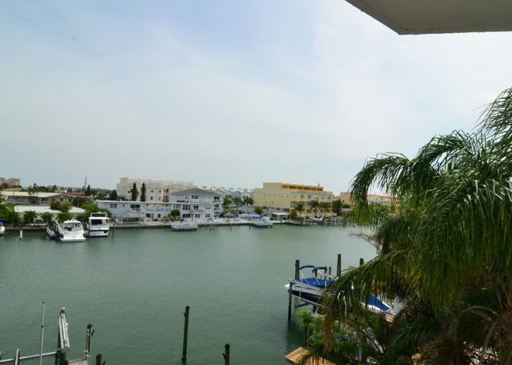Luxury Bay Waterfront: 3 Bds/3 bth, 2116 square feet, 300 yards from the beach. #4