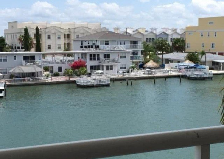 Luxury Bay Waterfront: 3 Bds/3 bth, 2116 square feet, 300 yards from the beach. #3