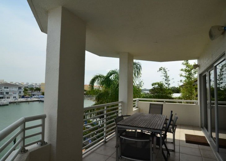 Luxury Bay Waterfront: 3 Bds/3 bth, 2116 square feet, 300 yards from the beach. #5