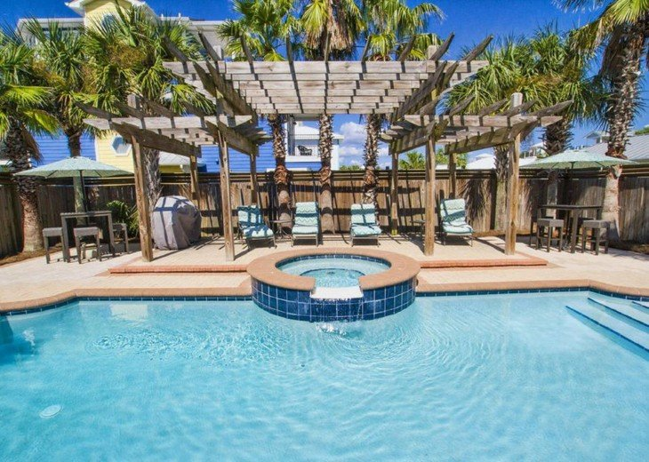 LARGE Pool/spa area at this Destin vacation home